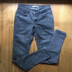Graue Jeans mit Paisleymuster NEU