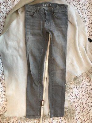 Graue Jeans mit Waschungen