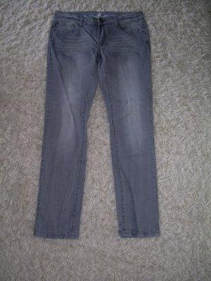 graue Jeans von Amisu W32 Gr. 42 gerades Bein