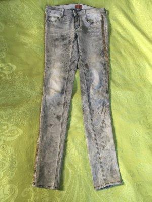 Graue Jeans von HEARTLESS JEANS Gr. 28