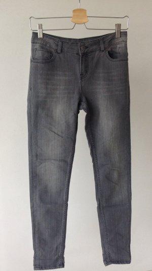 Graue Jeans von Kiomi