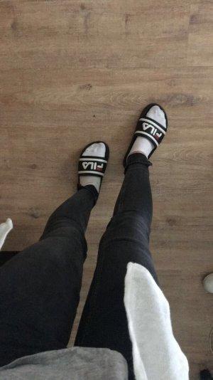Graue Jeanshose mit Reißverschluss am Bein von Topshop