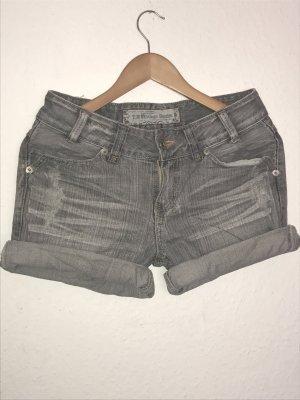 Graue Jeansshorts