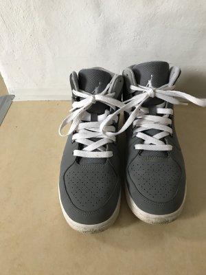 Graue Jordans Sneaker