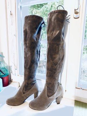 Graue kniehohe Stiefeln mit Absatz