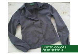Graue, kurze Jacke von Benetton