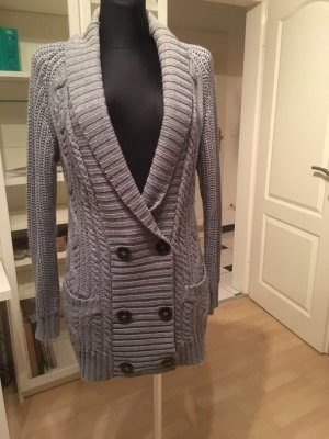 Graue lange Strickjacke