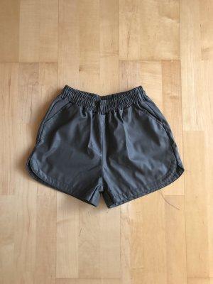 Graue Leder Shorts