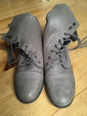 Akira Botas de tobillo color plata Cuero