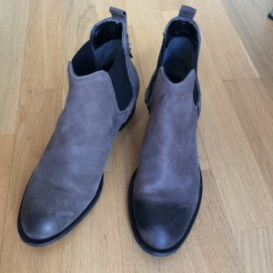 Graue Lederstiefeletten Chelsea Boots NEU nur einmal getragen