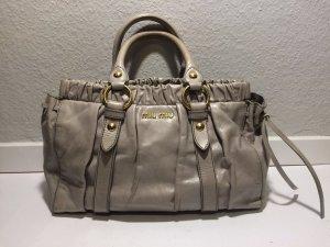 Graue Miu Miu Handtasche