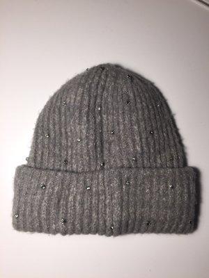 Graue Mütze mit Glitzersteinen