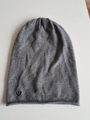 Graue Mütze mit Kaschmir
