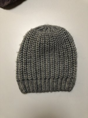 Hallhuber Chapeau en tricot gris foncé-gris