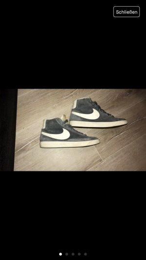 Graue Nike Blazer Vintage