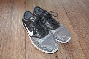 Graue Nike Flex Adapt TR aus NYC (ungetragen)