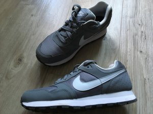 Graue Nike in Größe 35,5