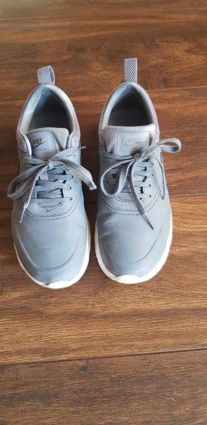 Nike Basket à lacet gris cuir
