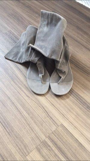 Graue Römer Sandalen