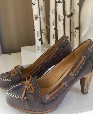 Graue Schuhe in raulederoptik ideal zu Trachtenkleidung