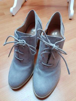 Graue Schuhe mit Blockabsatz; Gr. 39
