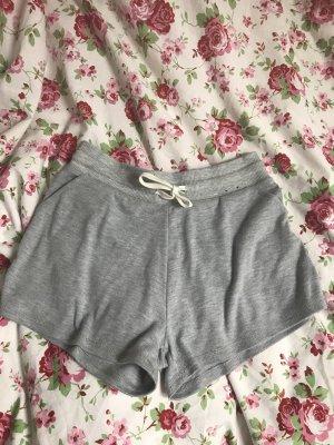 graue Shorts
