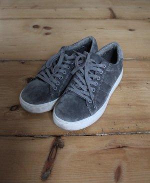Graue Sneaker in Wildlederoptik