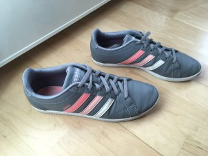 Graue Sneaker von Adidas