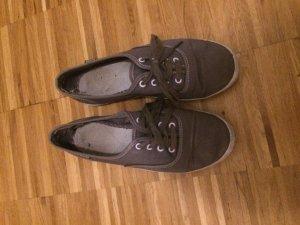 Graue sneaker von keds