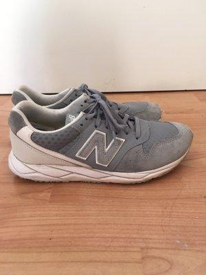 Graue Sneaker von New Balance