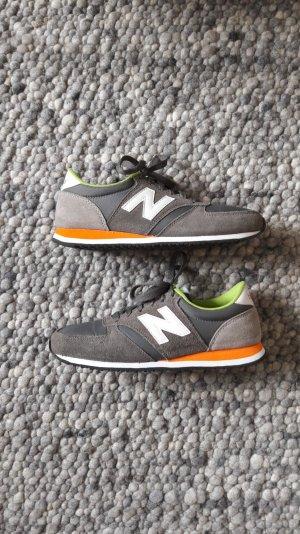 graue Sneaker von New Balance, Gr. 38,5