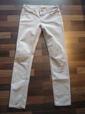 graue sommerliche Röhren Jeans
