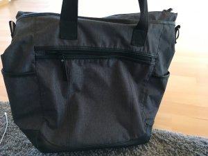 graue Sporttasche mit viel Platz