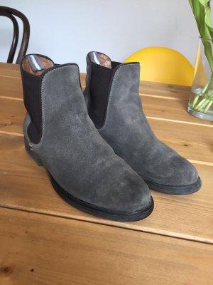Graue Stiefeletten/Boots