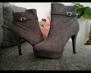 Graue Stiefeletten / Stiefel / High Heels