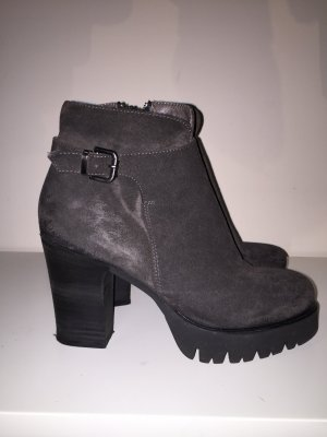 Graue Stiefeletten von Fru.it