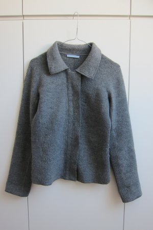 Graue Strenesse-Strickjacke