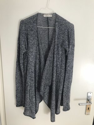 Graue Strickjacke