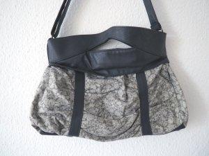 Graue Tasche aus Stoff/Kunstleder, vegan, mit Blumenmuster