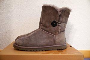 graue UGG-Boots Bailey Button