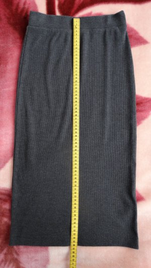 Grauer Bleistiftrock