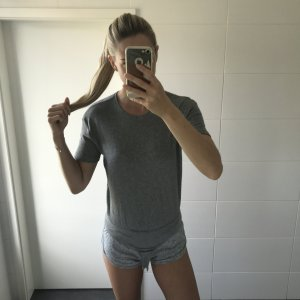 grauer Body T-Shirt gerippt