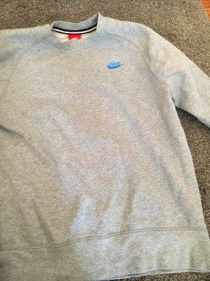 Grauer Crewneck Pulli mit blauem Swoosh von Nike