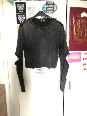 Grauer Crop-Pullover