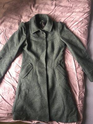 grauer, figurbetonter Mantel von H&M