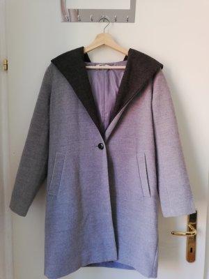 Abrigo con capucha gris-gris oscuro