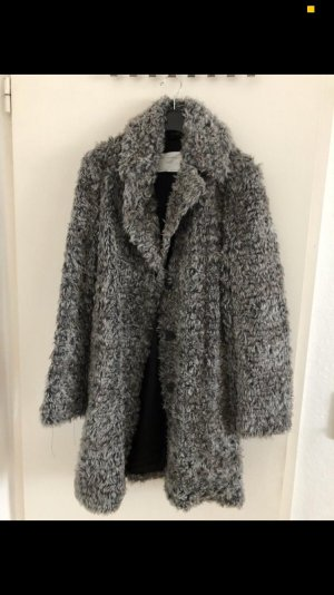 Grauer Kunstfell Mantel von Zara