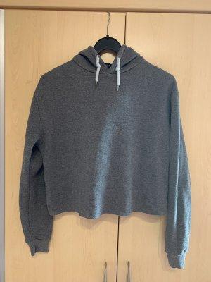 Grauer Kurzer Pullover