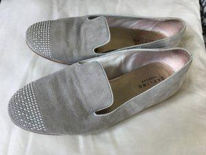 Grauer Leder Loafer mit Silbersteinchen