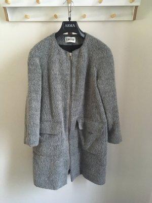 Grauer Mantel a-Form
